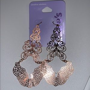 New! Claire's Rose Gold Tone Filigree Earrings
